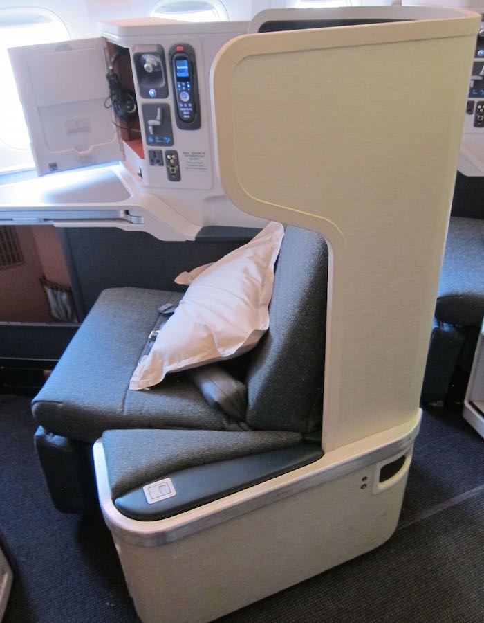 Cathay-Pacific-777-Business-Class-16