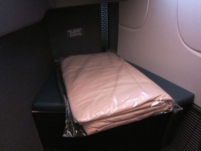 Cathay-Pacific-777-Business-Class-19