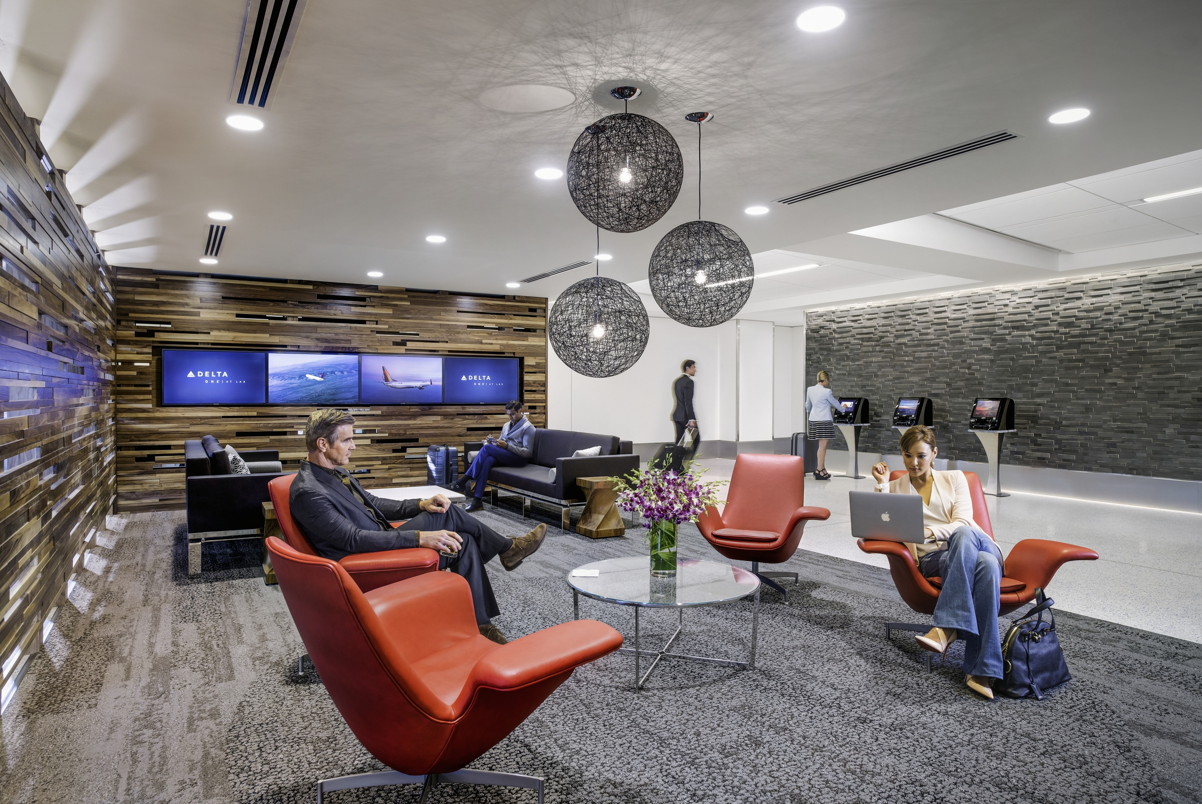 Delta 39 s terminal 5 renovations at lax complete one mile for Best airport lounge program