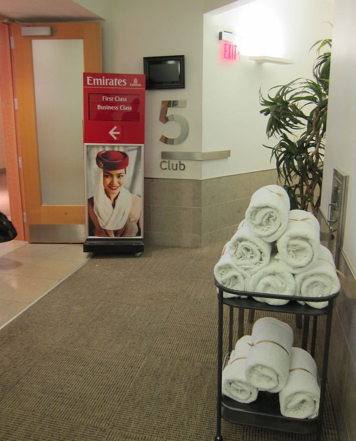 Emirates-Lounge-Dallas-Airport-12