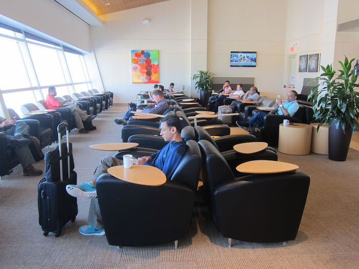 Emirates-Lounge-Dallas-Airport-19
