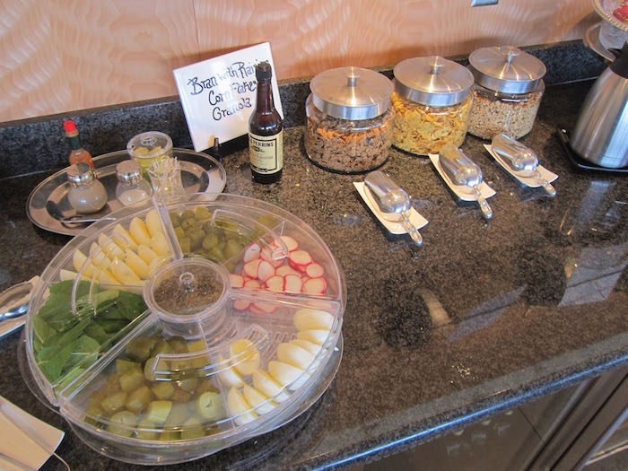 Emirates-Lounge-Dallas-Airport-24
