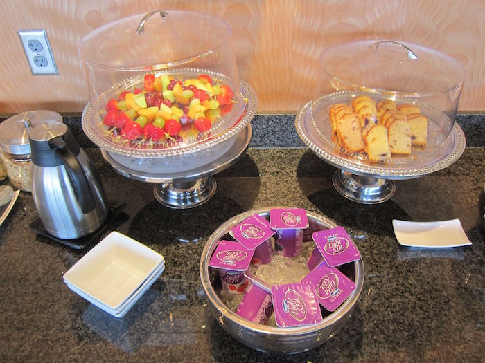 Emirates-Lounge-Dallas-Airport-25
