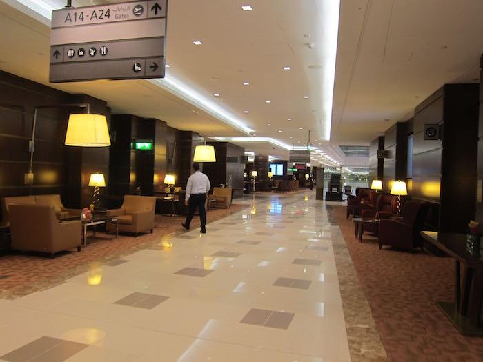 Emirates-Lounge-Dubai-04