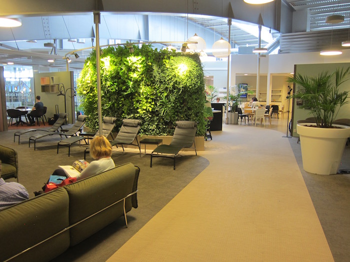 Review aurora lounge stockholm arlanda airport one mile for Hotels near arlanda airport
