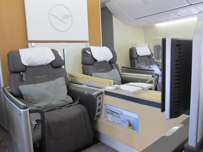lufthansa first class 747 4 one mile at a time. Black Bedroom Furniture Sets. Home Design Ideas