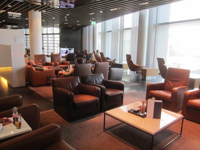 Lufthansa First Class Lounge Frankfurt – 11