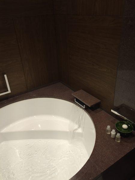 Andaz Twin bathtub