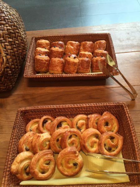 Andaz Tavern breakfast buffet