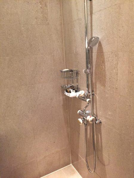 Park Hyatt Tokyo Park Twin bathroom shower