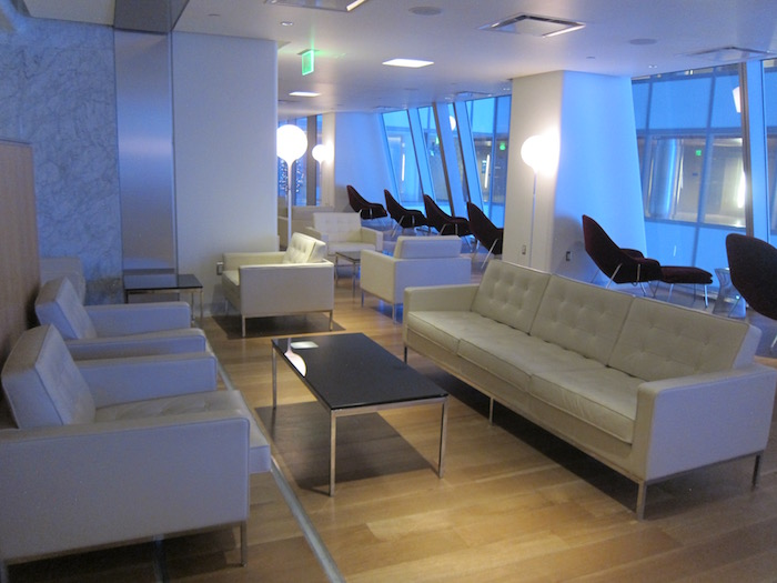 Qantas-Lounge-LAX - 16