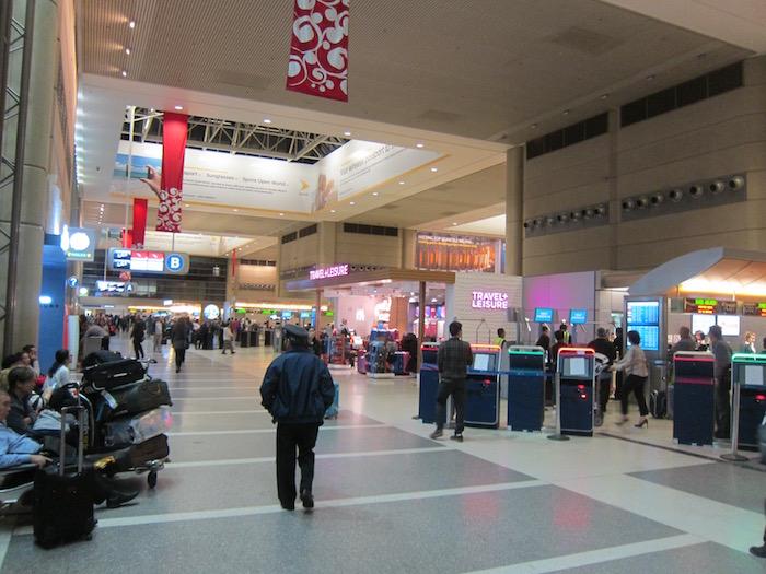 Qantas-Lounge-LAX - 2