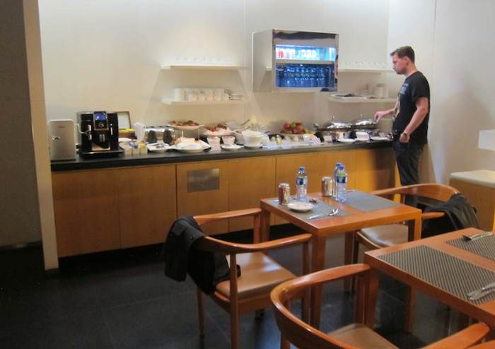 Cathay-Pacific-Arrivals-Lounge-HKG - 12