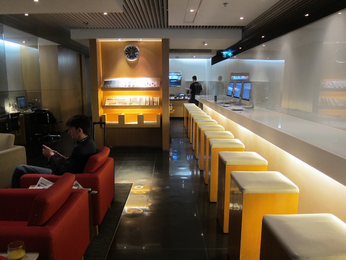 Cathay-Pacific-Arrivals-Lounge-HKG - 8