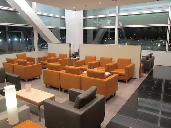 Cathay-Pacific-Lounge-San-Francisco - 14