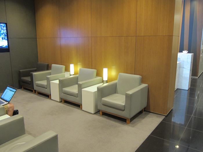 Cathay-Pacific-Lounge-San-Francisco - 16