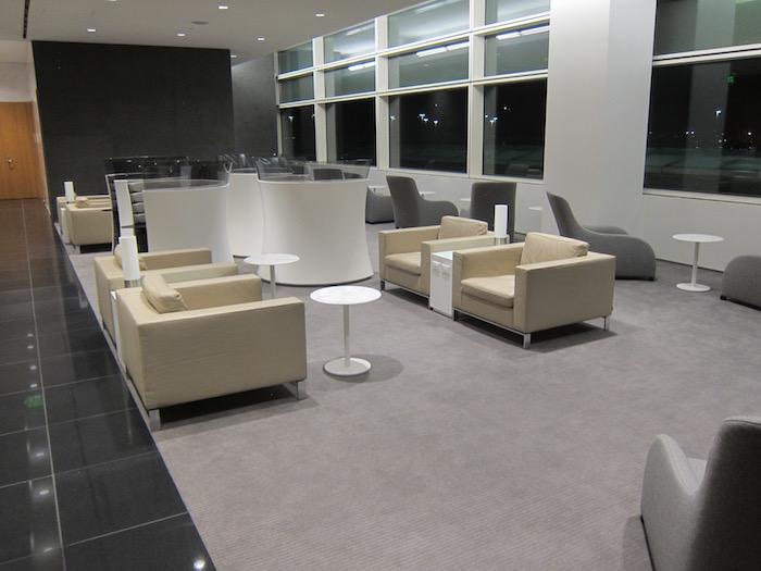 Cathay-Pacific-Lounge-San-Francisco - 45