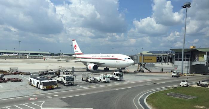 Malaysia-Airlines-Lounge-Kuala-Lumpur - 35