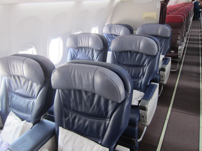 Malaysia business class 737 3 one mile at a time for Aeromexico interior 737