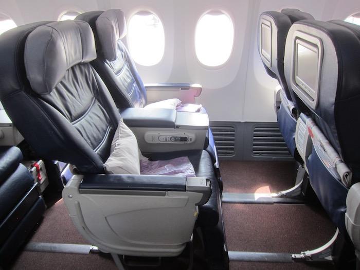 Malaysia-Business-Class-737 - 4