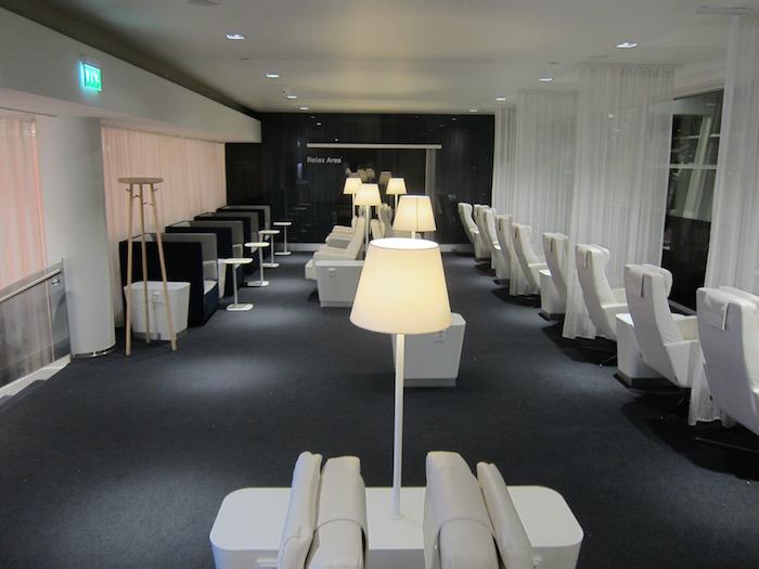 Finnair-Lounge-Helsinki-Airport - 21