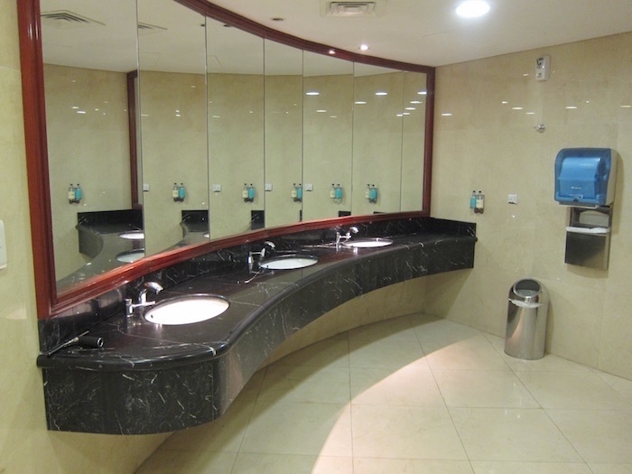 Dubai-Airport-Lounge - 34
