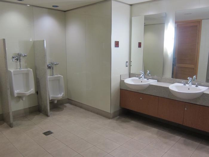 Flagship-Lounge-Bathroom