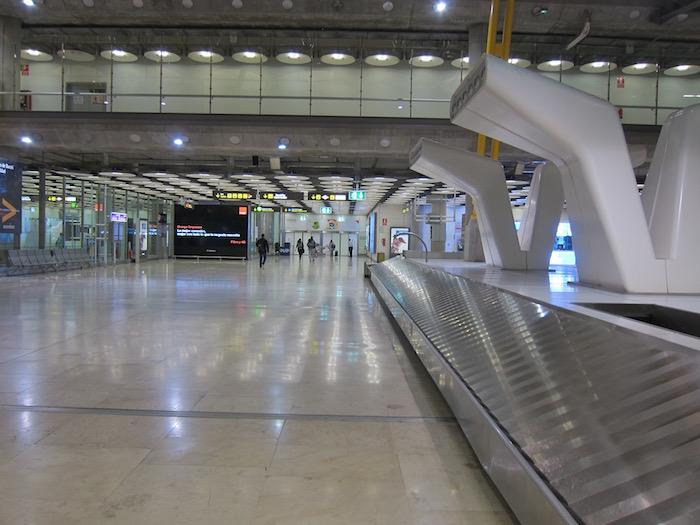 Iberia-Arrivals-Lounge-Madrid-Airport - 4