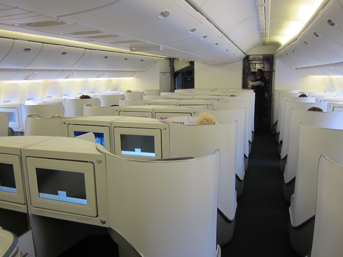 Review air france business class 777 paris to toronto for Best airport lounge program
