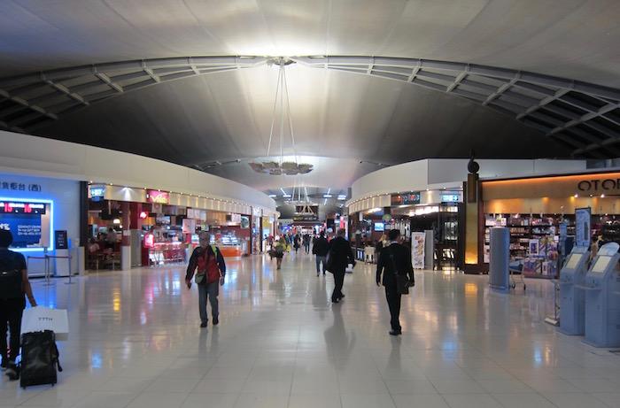 Oman-Air-Lounge-Bangkok - 8
