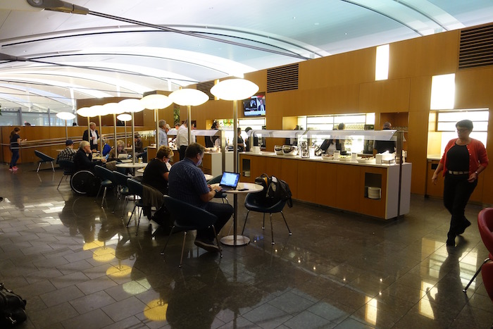 Review Air Canada International Maple Leaf Lounge Toronto