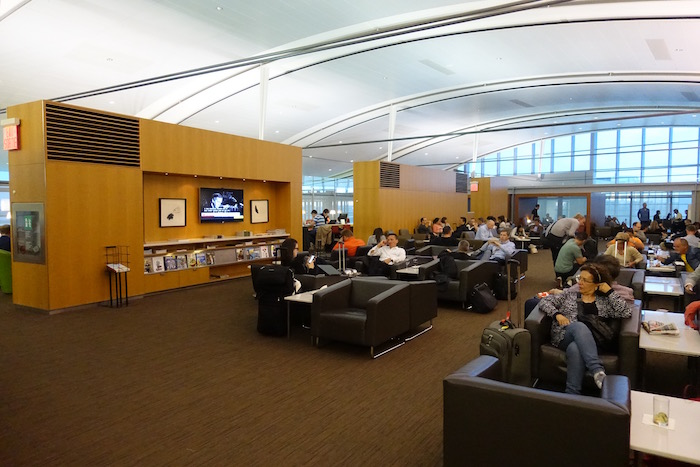 Air-Canada-Lounge-Toronto - 4