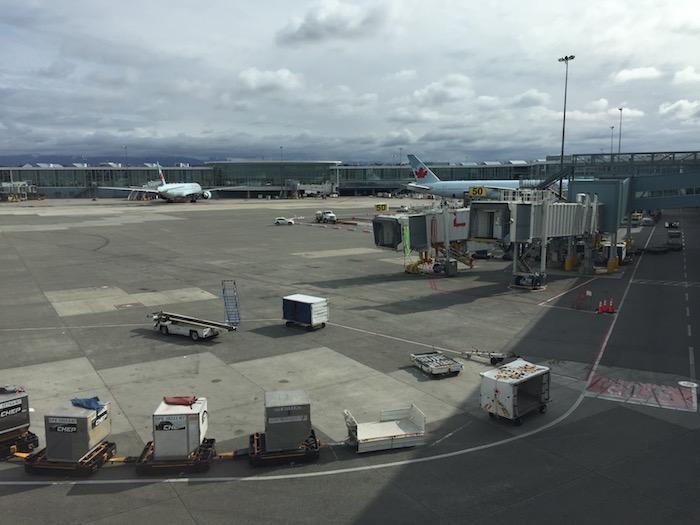 Air-Canada-Lounge-Vancouver - 42