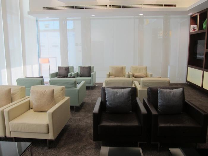 Etihad-Arrivals-Lounge-Abu-Dhabi - 10