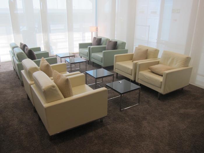 Etihad-Arrivals-Lounge-Abu-Dhabi - 11