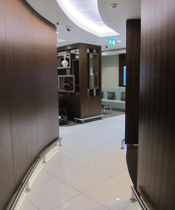Etihad-Arrivals-Lounge-Abu-Dhabi - 8