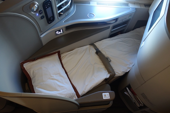 China-Eastern-777-Business-Class - 10