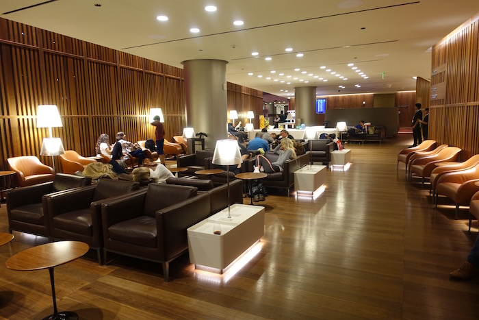 Oryx-Lounge-Doha-Airport - 10