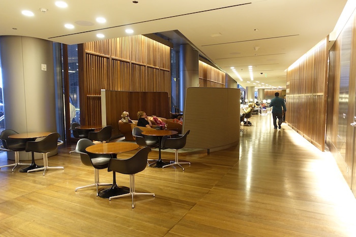 Oryx-Lounge-Doha-Airport - 15