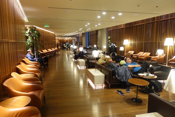 Review oryx lounge doha airport one mile at a time for Best airport lounge program