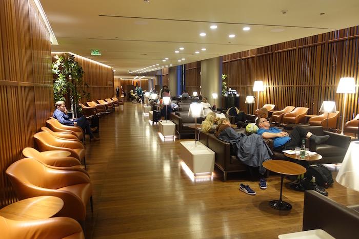 Oryx-Lounge-Doha-Airport - 7