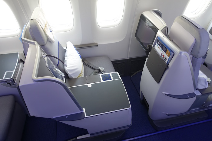 air-astana-business-class-767-3