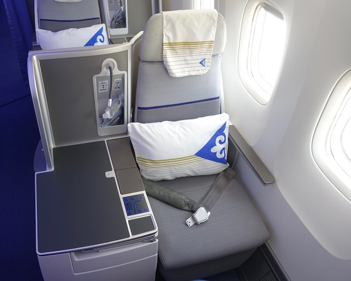 air-astana-business-class-767-4