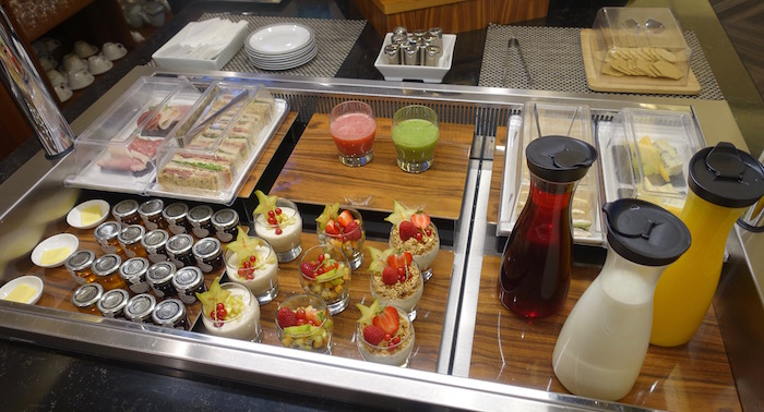 singapore-airlines-lounge-london-heathrow-18