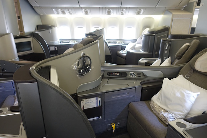 united-first-class-777-3