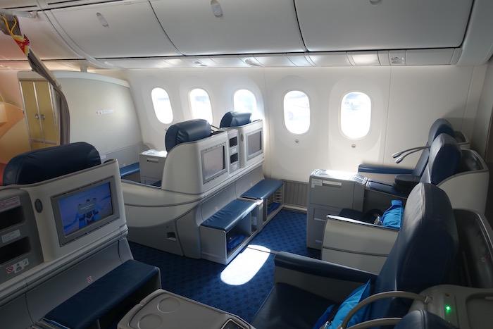 xiamen-business-class-787-1