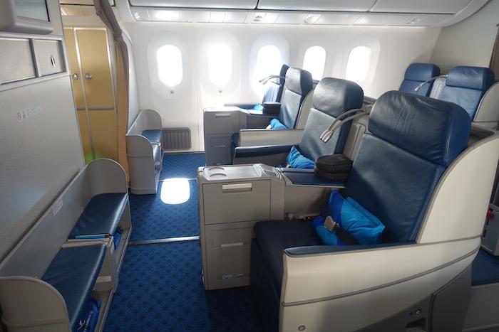 xiamen-business-class-787-3