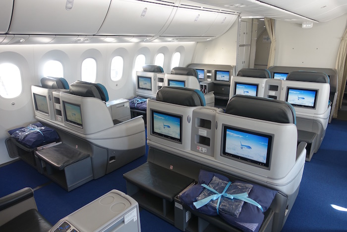 azerbaijan-airlines-business-class-787-1
