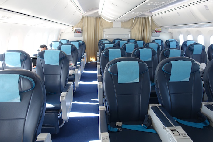 azerbaijan-airlines-business-class-787-36