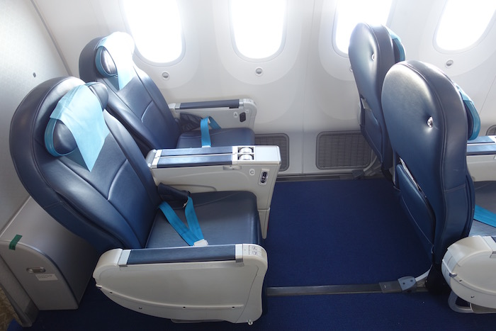 azerbaijan-airlines-business-class-787-38